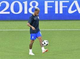 L'attaquant vedette du Brésil Neymar à l'échauffement avant le match contre la Serbie. AFP