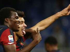 Le joueurs de Genoa Cofie et Giovanni Simeone, après leur victoire surprise devant la Juventus. AFP