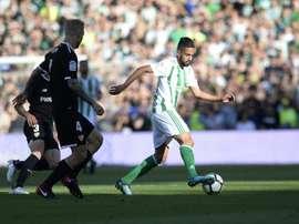 L'Algérien Ryan Boudebouz lors dun derby avec le Bétis face au Séville FC, le 12/05/18. AFP