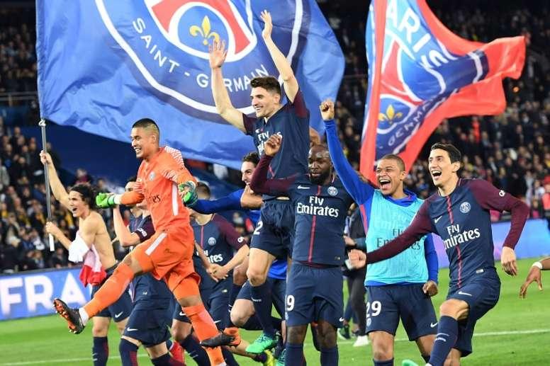 Les joueurs du Paris SG champions de France après leur victoire sur Monaco 7-1. AFP