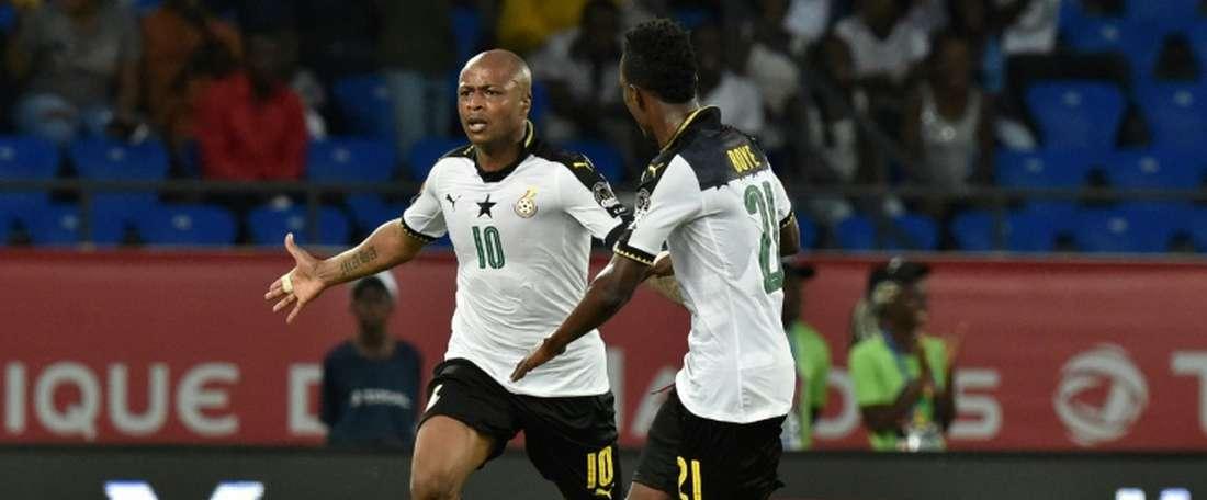 Lattaquant ghanéen André Ayew, célébrant son but avec John Boye lors du quart de finale. AFP