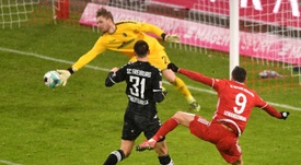 'Torpedo' Müller, la última víctima del imparable Lewandowski. AFP
