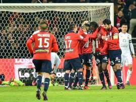 Eder congratulé par ses coéquipiers après son but avec le LOSC contre Caen à Villeneuve-d'Ascq. AFP