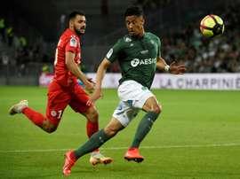 Arsenal pode deixar Saliba mais tempo no  Saint-Étienne. AFP