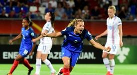 Francia sacó tres punto de forma agónica desde el punto de penalti. AFP