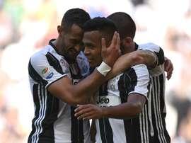 La Juve no piensa dejar marchar a Alex Sandro. AFP