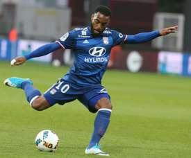 Alexandre Lacazette inauguró el marcador del Lyon ante el Metz. AFP