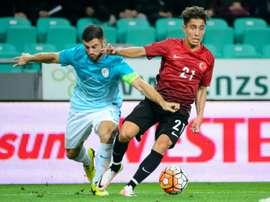 Emre Mor (N.21) avec la Turquie contre la Slovénie en match amical à Ljubljana, le 5 juin 2016. AFP