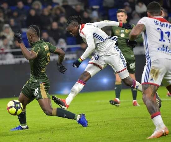 L'attaquant de Lyon Bertrand Traoré (c) buteur lors du match nul à domicile. AFP
