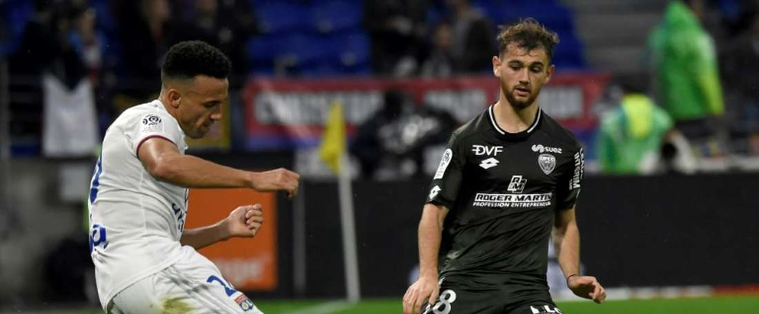 Trois matches de suspension pour le Lyonnais Marçal, deux pour Slimani. AFP