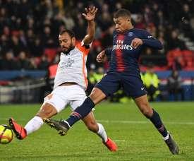 Le jeune attaquant parisien Kylian Mbappé voit sa frappe déviée. AFP