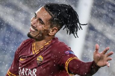 A Roma convence o United e Smalling fica até 2024. AFP