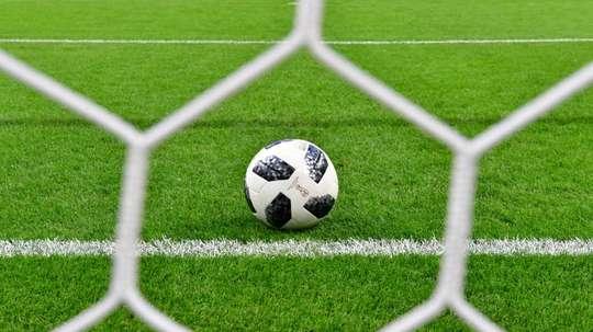 Le syndicat des joueurs Fifpro inquiet des baisses de salaires. AFP