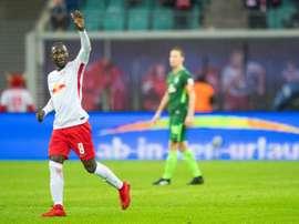 O RB Leipzig bateu o Augsburg por 2-0. AFP