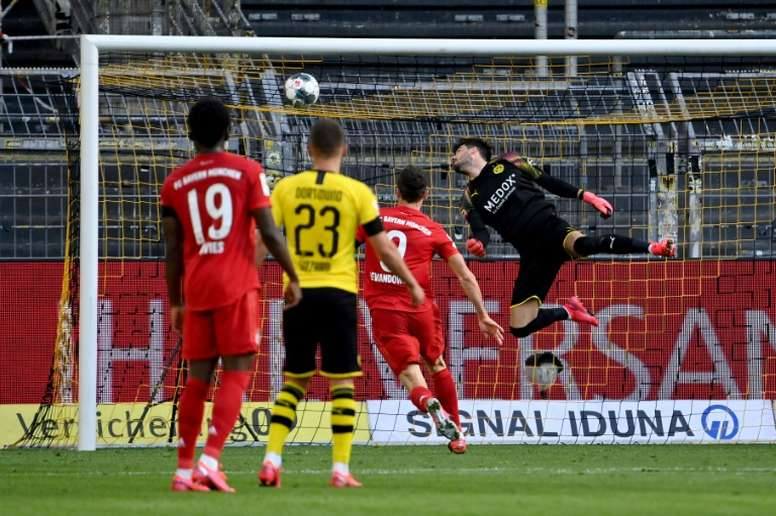 Kimmich decidió el 'clásico' y casi la Bundesliga. AFP