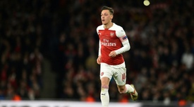 The plan to sign Özil's: crowdfunding among the fans. AFP