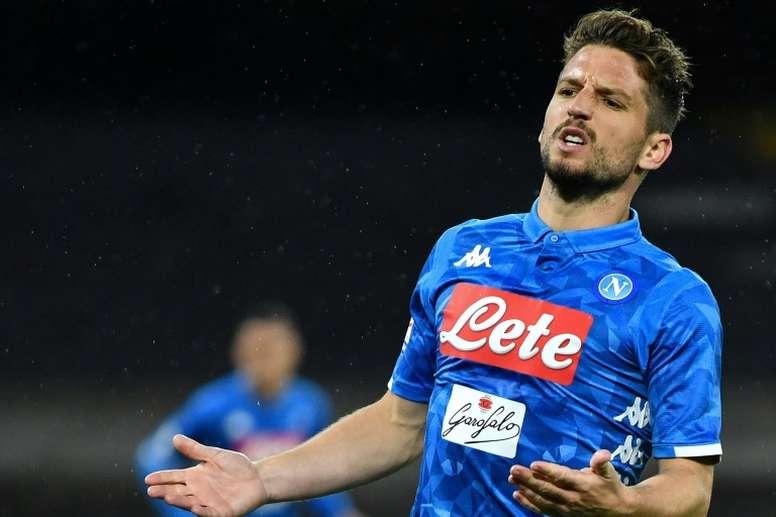 El Nápoles hará todo por renovar a Mertens. AFP