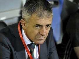 L'entraîneur de l'équipe d'Algérie suit le match face au Togo en qualif de la CAN-2019. AFP