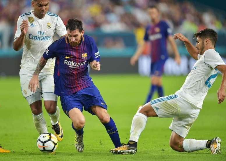 El presidente del Real Madrid reconoció que le hubiese gustado fichar a Messi. AFP/Archivo