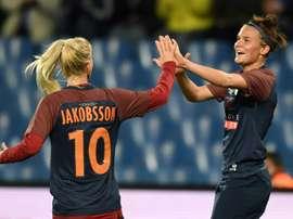 Sofia Jakobsson et la Danoise Katrine Veje après un but pour Montpellier contre Brescia. AFP