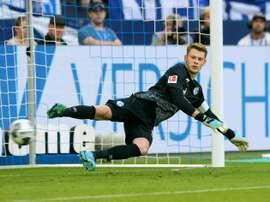 Torcedores do Schalke 04 ameaçam o agente do próximo goleiro do Bayern. AFP