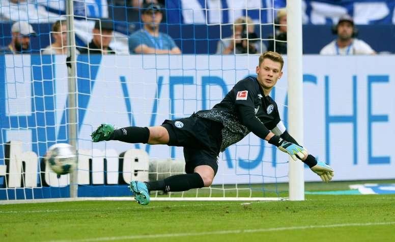 Seguidores del Schalke 04 amenazan al agente de Nübel. AFP
