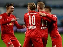 Les joueurs de Leipzig se congratulent après un but contre le Bayer Leverkusen, le 18 novembre 2016 à Leverkusen
