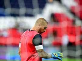 Le gardien de Saint-Etienne Stéphane Ruffier à l'échauffement pour le match face au PSG. AFP