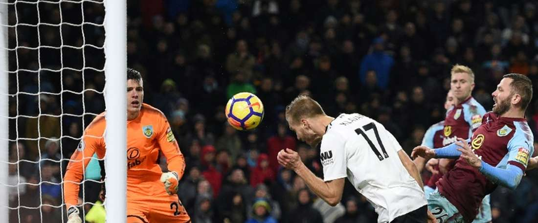 O Liverpool venceu por 1-2 na visita ao Burnley. AFP