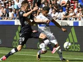 El Lyon tiró por tierra un 3-1, lastrado por jugar con 10 casi todo el partido. AFP