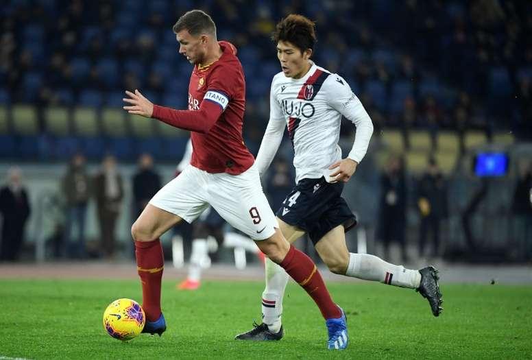 Tomiyasu es una pieza fundamental en el Bologna de la Serie A. AFP