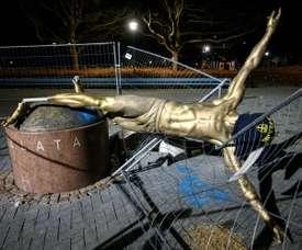 La statue d'Ibrahimovic déboulonnée en Suède. AFP