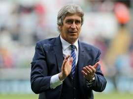 Manuel Pellegrini ganó su primer partido oficial como técnico del West Ham. AFP/Archivo