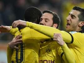 Lattaquant colombien du Borussia Dortmund Adrian Ramos, Gonzalo Castro et Henrikh Mkhitaryan, tous buteurs conte Augsburg en Bavière, le 20 mars 2016