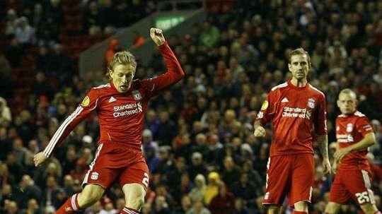 Le milieu du Steaua Bucarest, Lucas Leiva s'apprête à inscrire un but contre Liverpool. AFP
