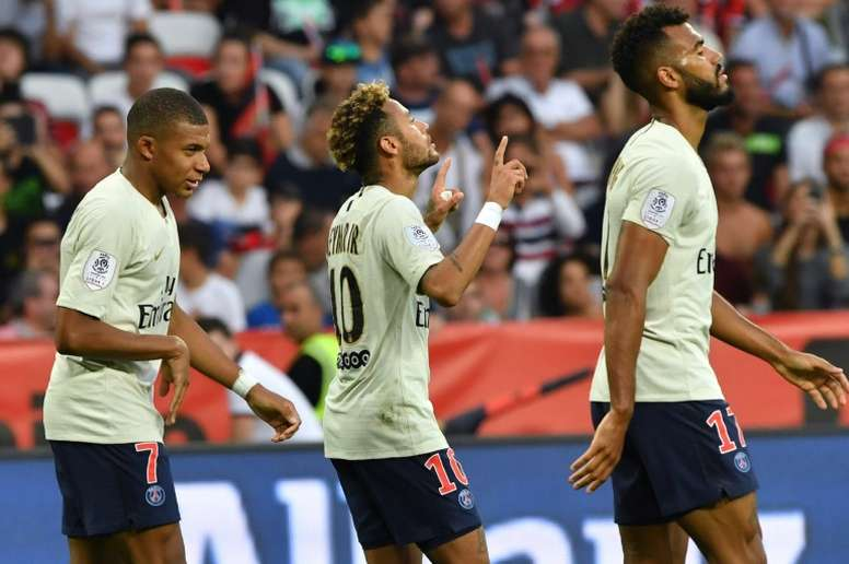 Neymar es de los pocos que juega en un grande que asoma por la tabla. AFP