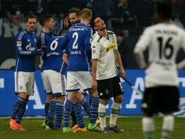 Les joueurs de Schalke 04 regroupés autour de Leon Goretzka, buteur contre Mönchengladbach, le 18 mars 2016 à Gelsenkirchen