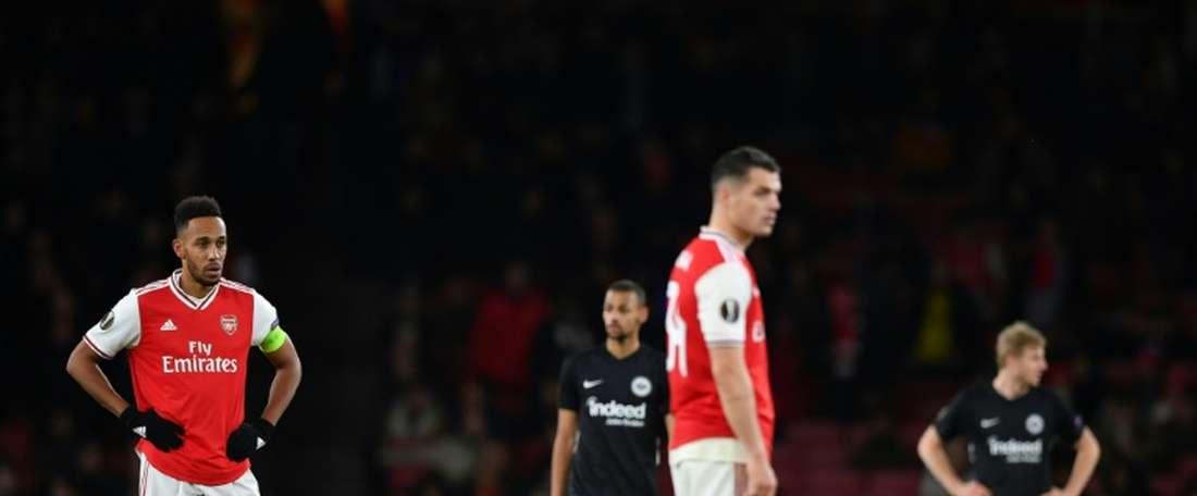 O Arsenal está abandonado e não para de sofrer. AFP