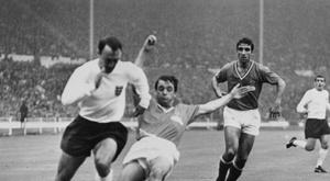 Une légende du foot anglais, Jimmy Greaves, hospitalisée. AFP