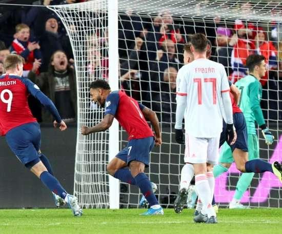 Joshua King égalise en toute fin de match face à l'Espagne. AFP