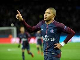 El delantero francés le dio el primer gol a Di María y firmó el tercero. AFP