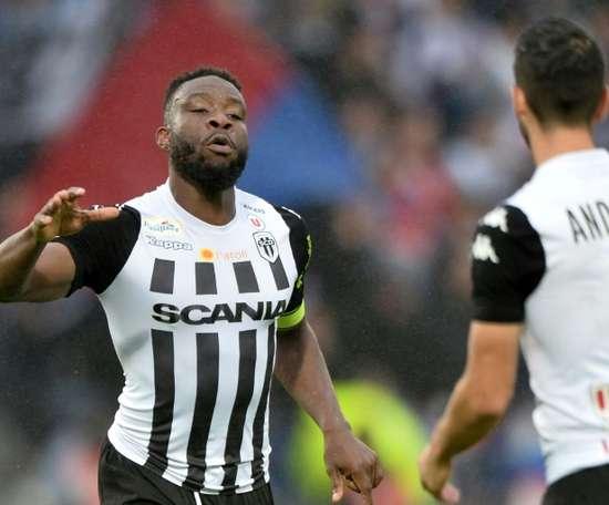 Le défenseur ivoirien d'Angers Ismaël Traoré buteur lors de la réception de Lyon. AFP