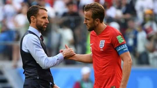 Harry Kane e Gareth Southgate. AFP