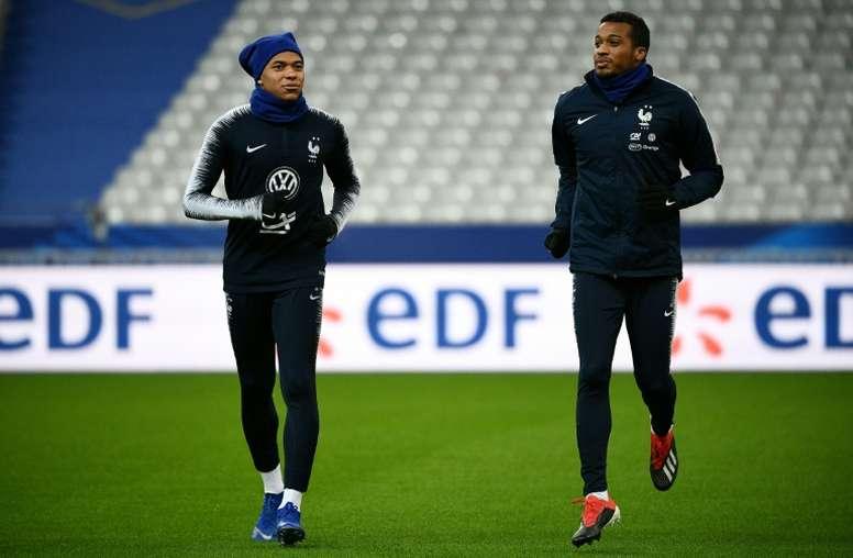 Kylian Mbappé forfait, remplacé par Alassane Pléa. AFP