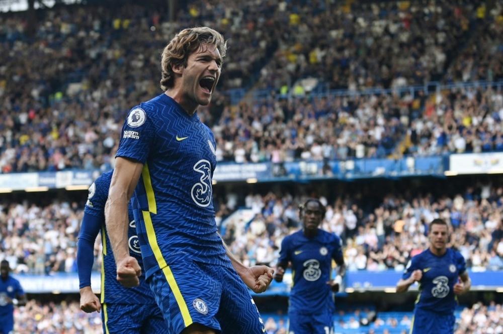 Marcos Alonso se ha ganado la titularidad en el Chelsea. AFP