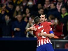 Diego Godin félicité par son coéquipier Koke. AFP