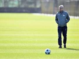 Todos los ojos apuntan a Wenger. AFP