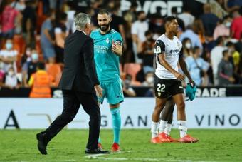 Benzema sigue liderando al equipo sobre el césped. AFP