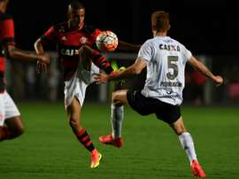Le défenseur brésilien Jorge (g), sous le maillot de Flamengo, face Figueirense, le 31 août 2016 à V