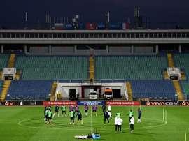 Les Bleus à l'entraînement sur la pelouse du Vasil Levski de Sofia. AFP